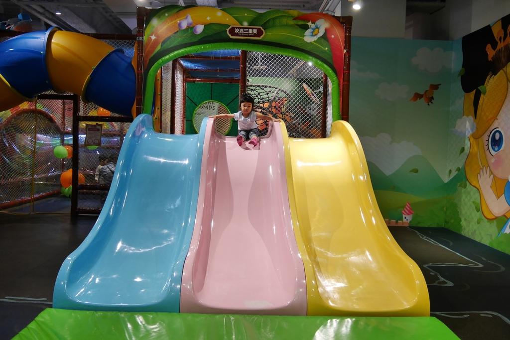 親子景點 親子樂園推薦 玩中學室內遊樂園 騎士堡 台南愛麗絲的家_32.JPG
