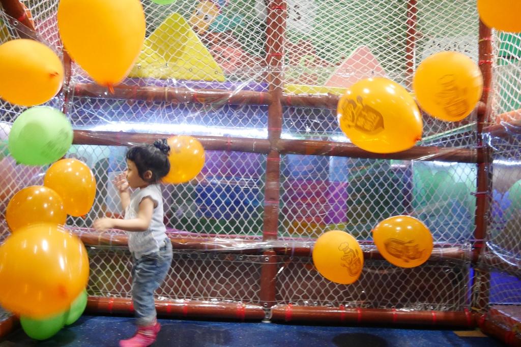親子景點 親子樂園推薦 玩中學室內遊樂園 騎士堡 台南愛麗絲的家_33.JPG