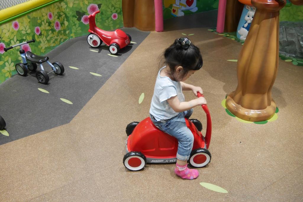 親子景點 親子樂園推薦 玩中學室內遊樂園 騎士堡 台南愛麗絲的家_44.JPG