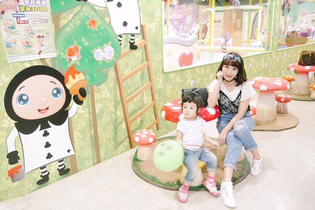 親子景點 親子樂園推薦 玩中學室內遊樂園 騎士堡 台南愛麗絲的家_78.JPG