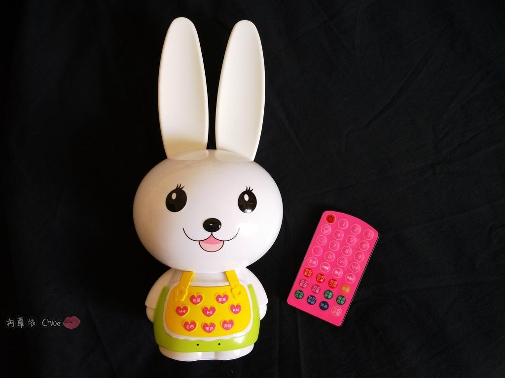 第二代芽比兔故事機(粉紅) + 台灣製造Hello Kitty音樂故事棒 開箱分享3.jpg