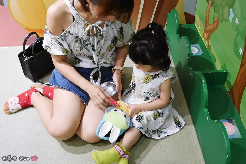 第二代芽比兔故事機(粉紅) + 台灣製造Hello Kitty音樂故事棒 開箱分享15A.JPG