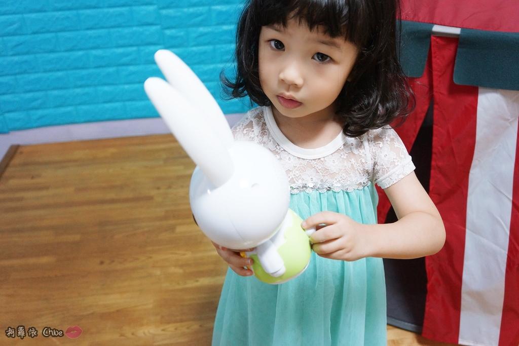 第二代芽比兔故事機(粉紅) + 台灣製造Hello Kitty音樂故事棒 開箱分享17.JPG