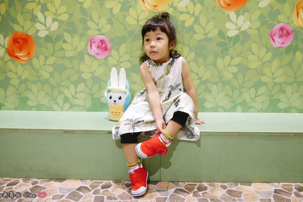 第二代芽比兔故事機(粉紅) + 台灣製造Hello Kitty音樂故事棒 開箱分享23.JPG