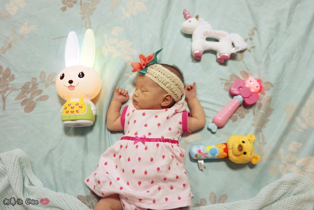 第二代芽比兔故事機(粉紅) + 台灣製造Hello Kitty音樂故事棒 開箱分享30A.JPG