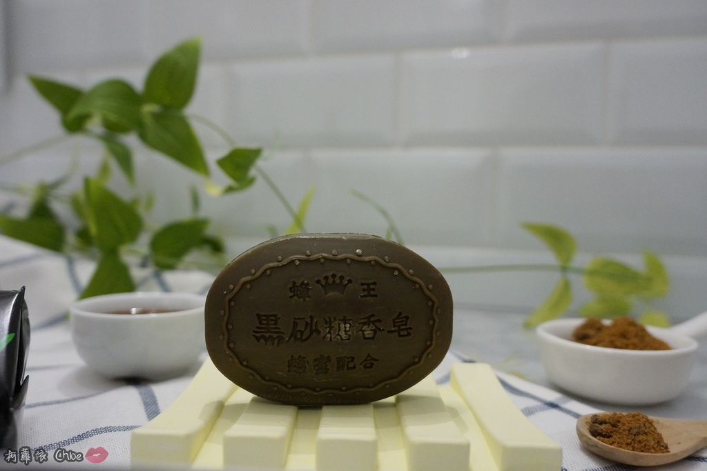 清潔保養 超人氣復古時尚沐浴皂60年好口碑 蜂王黑砂糖香皂 搭起復古風了沒11.JPG