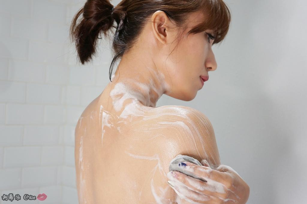 清潔保養 超人氣復古時尚沐浴皂60年好口碑 蜂王黑砂糖香皂 搭起復古風了沒17.JPG