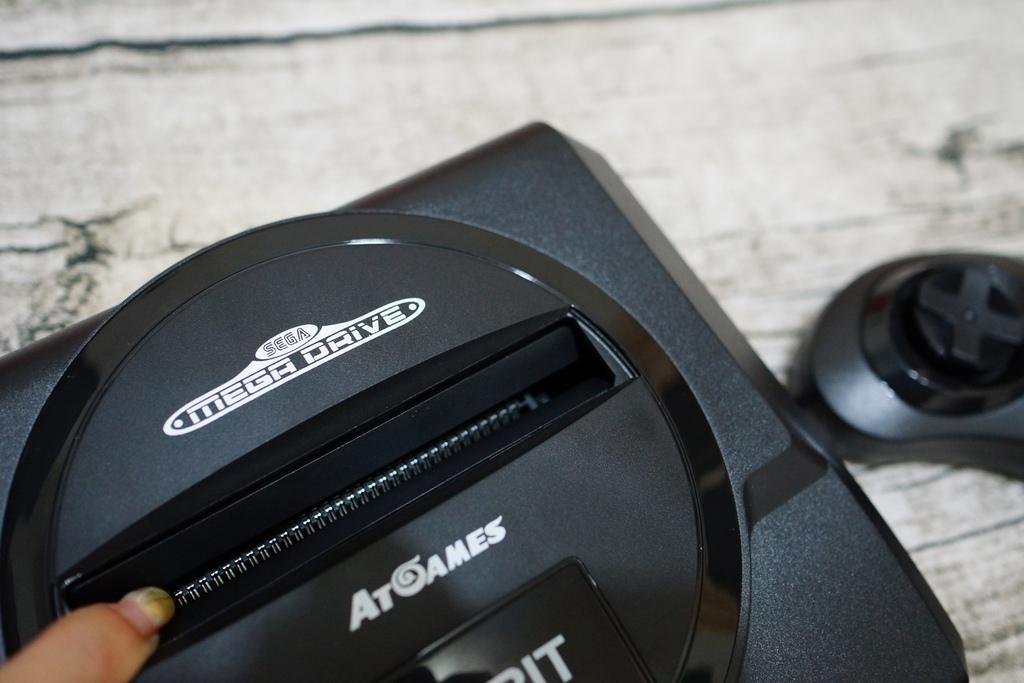 回味童年的 SEGA MD 復古遊戲機 無線控制器超好玩!地點不設限電視遊樂器 高畫質輸出6.JPG