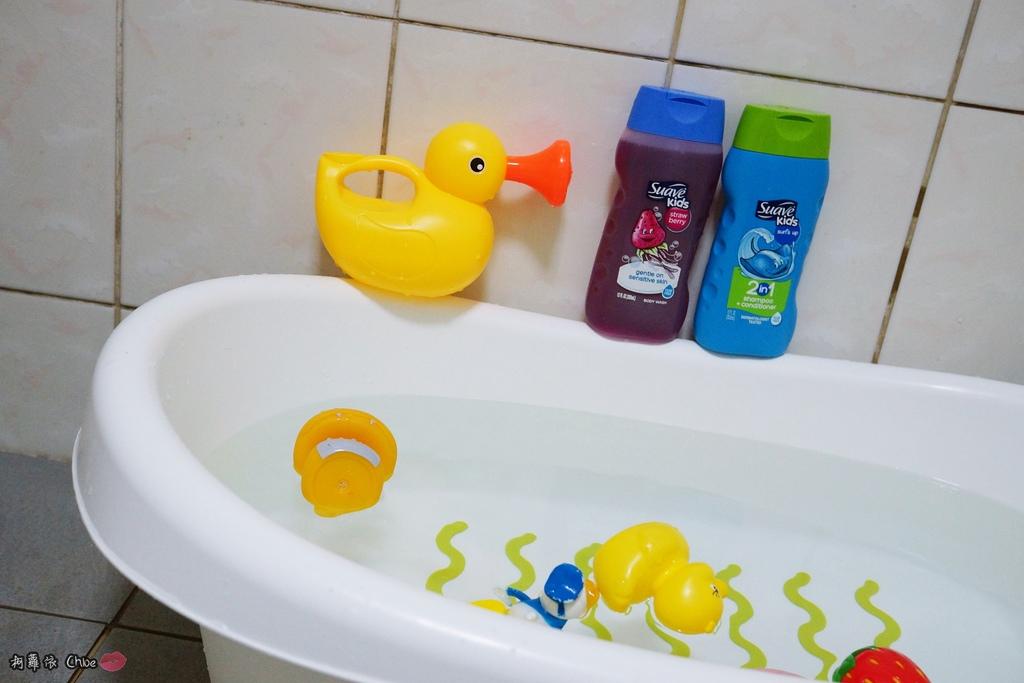 可愛甜甜香味 洗澡好好玩!泡沫細緻溫和好沖洗 Suave Kids 洗護二合一洗髮精洗髮精 沐浴乳 2-12 歲兒童適用4.JPG