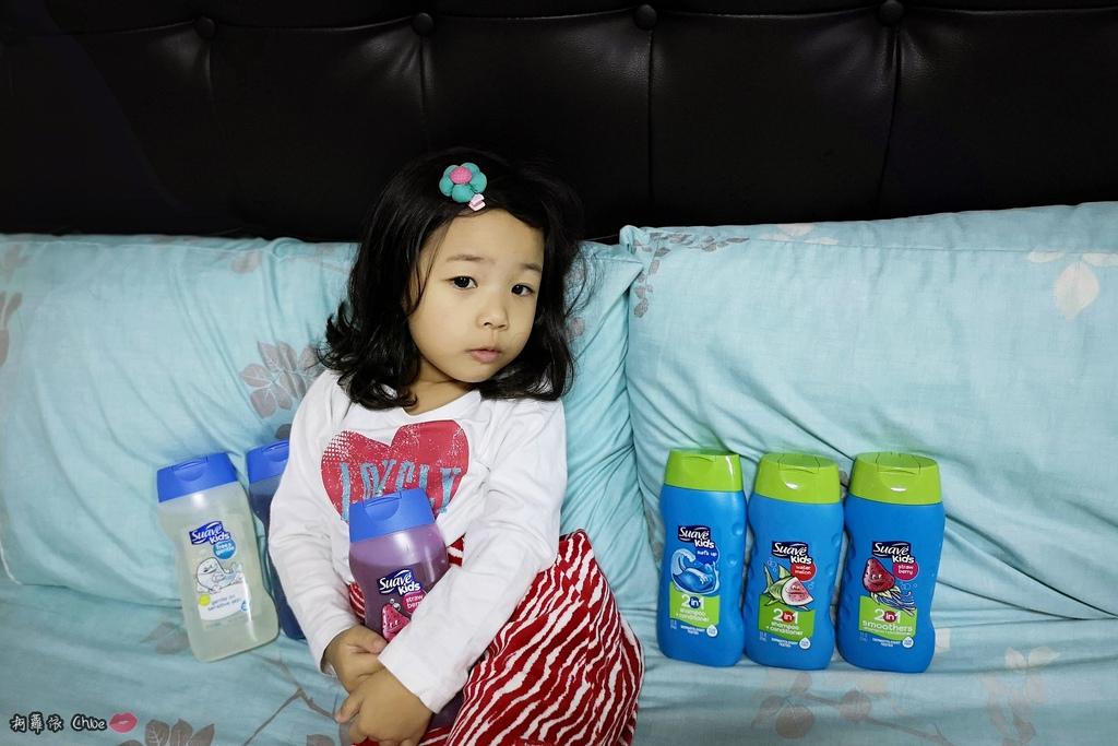 可愛甜甜香味 洗澡好好玩!泡沫細緻溫和好沖洗 Suave Kids 洗護二合一洗髮精洗髮精 沐浴乳 2-12 歲兒童適用23.jpg