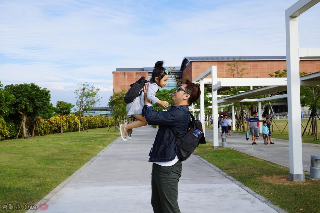 親子時尚 高質感實用度十足親子背包!這回交給爸爸背 德國LASSIG漫步太空旅行後背親子包40.JPG