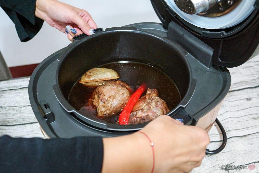 料理推薦 年菜有金小萬就搞定!飛利浦雙重脈衝智慧萬用鍋HD2195、廚神料理機HR776220.jpg