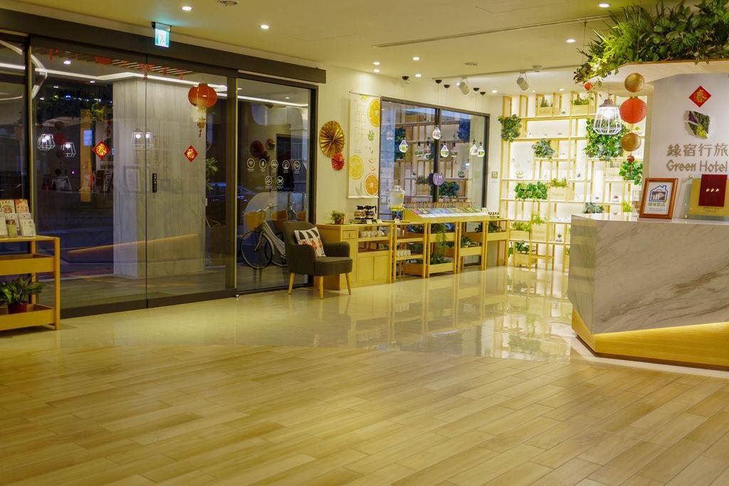 台中草悟道住宿 綠宿行旅Green Hotel 環保旅店榮獲三星級 LED心之光牆放煙火親子互動更有趣6.jpg