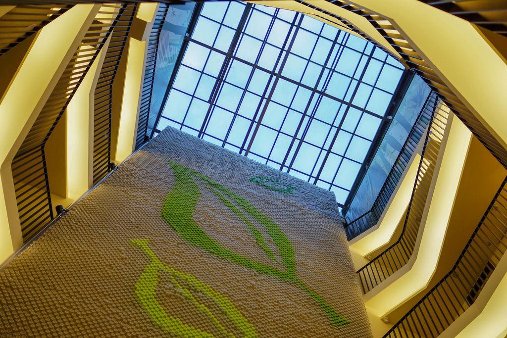 台中草悟道住宿 綠宿行旅Green Hotel 環保旅店榮獲三星級 LED心之光牆放煙火親子互動更有趣14B.jpg