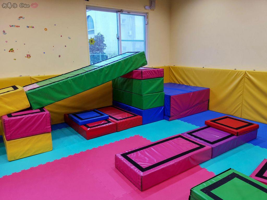 高雄 專為孩童打造的室內運動場館!PUCK帕克運動學園 寶貝們練體操囉!(環境篇)11.jpg