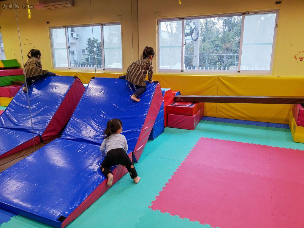 高雄 專為孩童打造的室內運動場館!PUCK帕克運動學園 寶貝們練體操囉!(環境篇)14.jpg