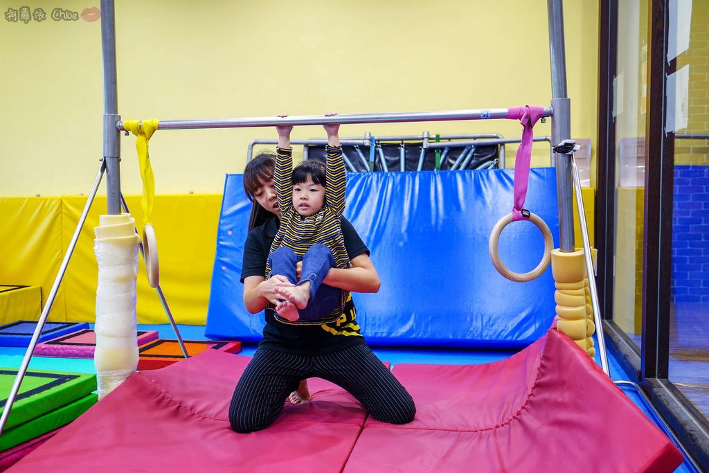 高雄 專為孩童打造的室內運動場館!PUCK帕克運動學園 寶貝們練體操囉!(環境篇)16.jpg
