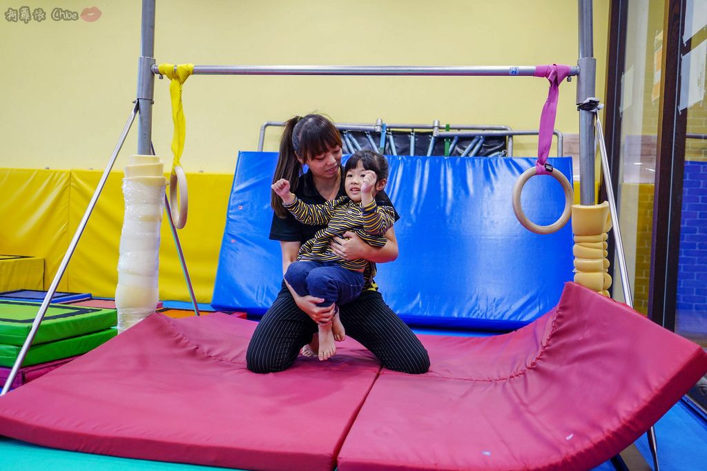 高雄 專為孩童打造的室內運動場館!PUCK帕克運動學園 寶貝們練體操囉!(環境篇)17.jpg
