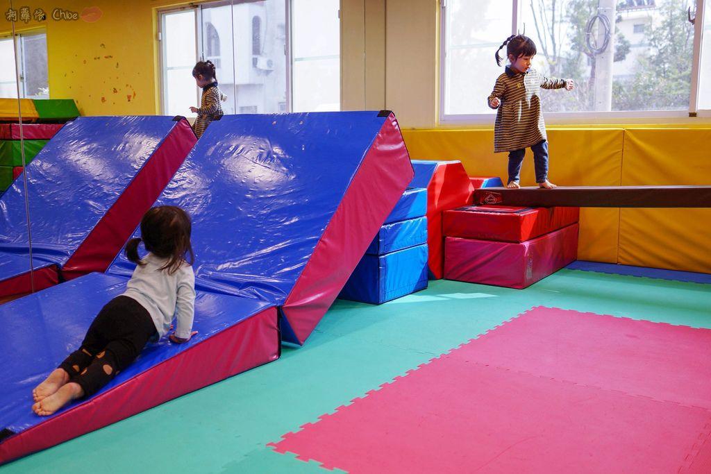 高雄 專為孩童打造的室內運動場館!PUCK帕克運動學園 寶貝們練體操囉!(環境篇)19.jpg
