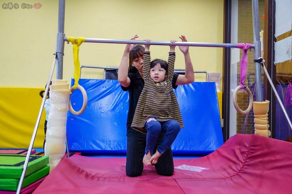 高雄 專為孩童打造的室內運動場館!PUCK帕克運動學園 寶貝們練體操囉!(環境篇)21.jpg