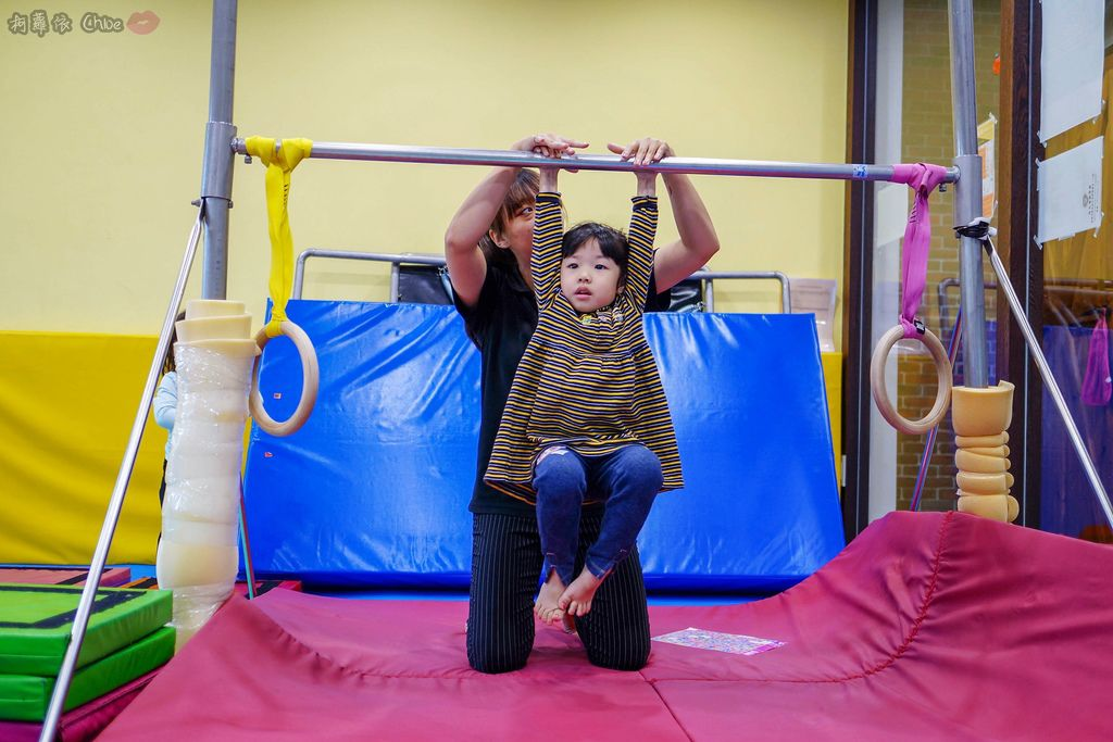 高雄 專為孩童打造的室內運動場館!PUCK帕克運動學園 寶貝們練體操囉!(環境篇)20.jpg