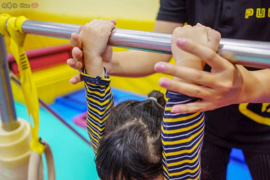 高雄 專為孩童打造的室內運動場館!PUCK帕克運動學園 寶貝們練體操囉!(環境篇)23.jpg