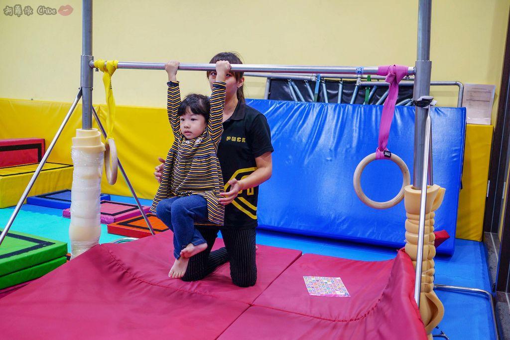 高雄 專為孩童打造的室內運動場館!PUCK帕克運動學園 寶貝們練體操囉!(環境篇)22.jpg