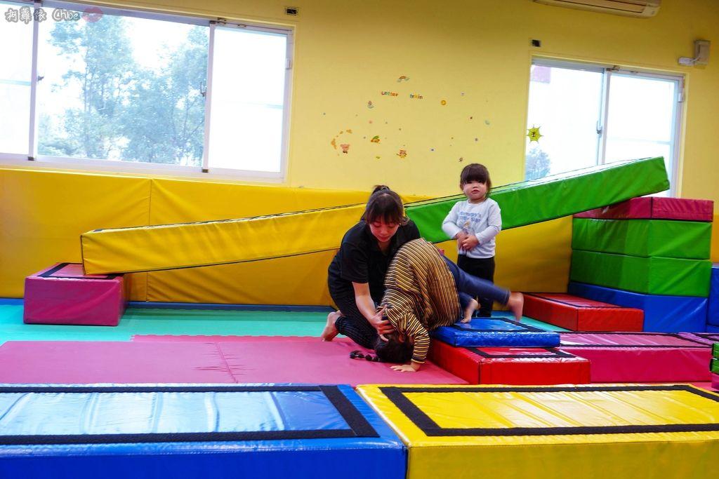 高雄 專為孩童打造的室內運動場館!PUCK帕克運動學園 寶貝們練體操囉!(環境篇)25.jpg