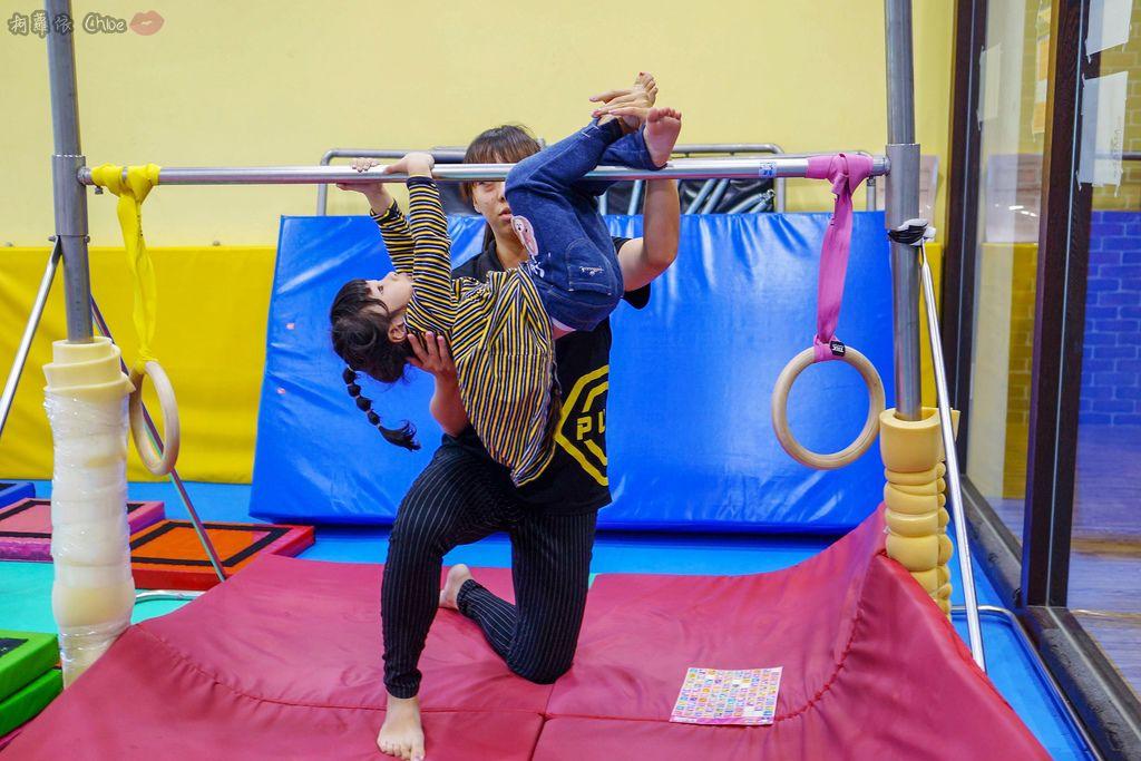 高雄 專為孩童打造的室內運動場館!PUCK帕克運動學園 寶貝們練體操囉!(環境篇)24.jpg
