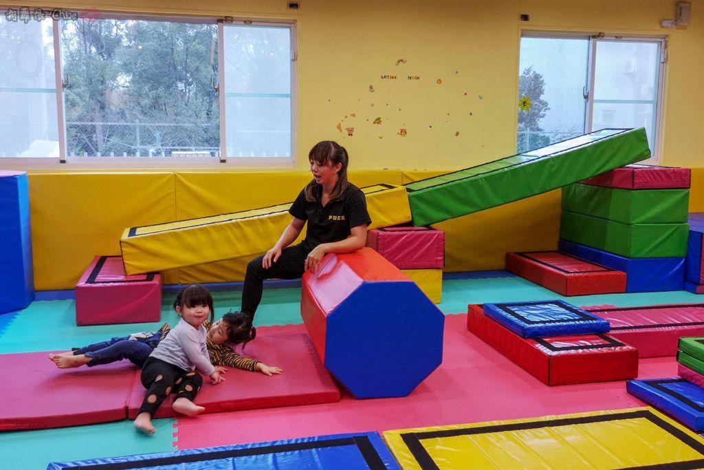 高雄 專為孩童打造的室內運動場館!PUCK帕克運動學園 寶貝們練體操囉!(環境篇)28.jpg