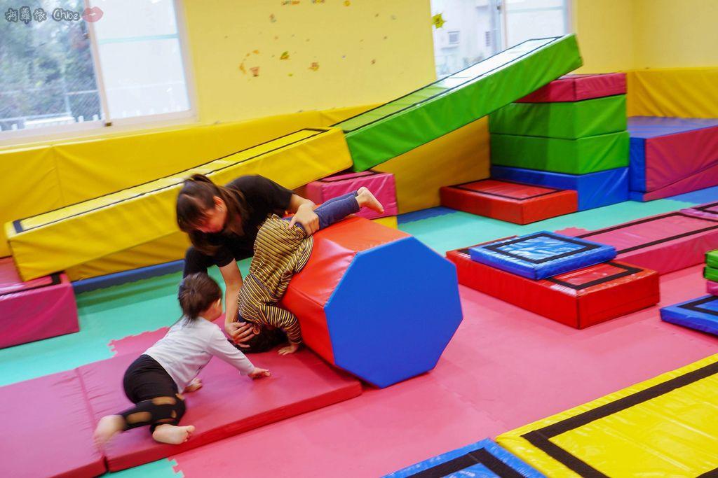 高雄 專為孩童打造的室內運動場館!PUCK帕克運動學園 寶貝們練體操囉!(環境篇)27.jpg