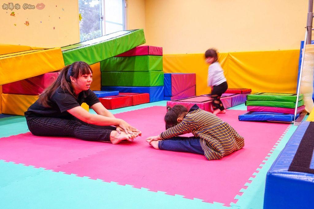 高雄 專為孩童打造的室內運動場館!PUCK帕克運動學園 寶貝們練體操囉!(環境篇)31.jpg