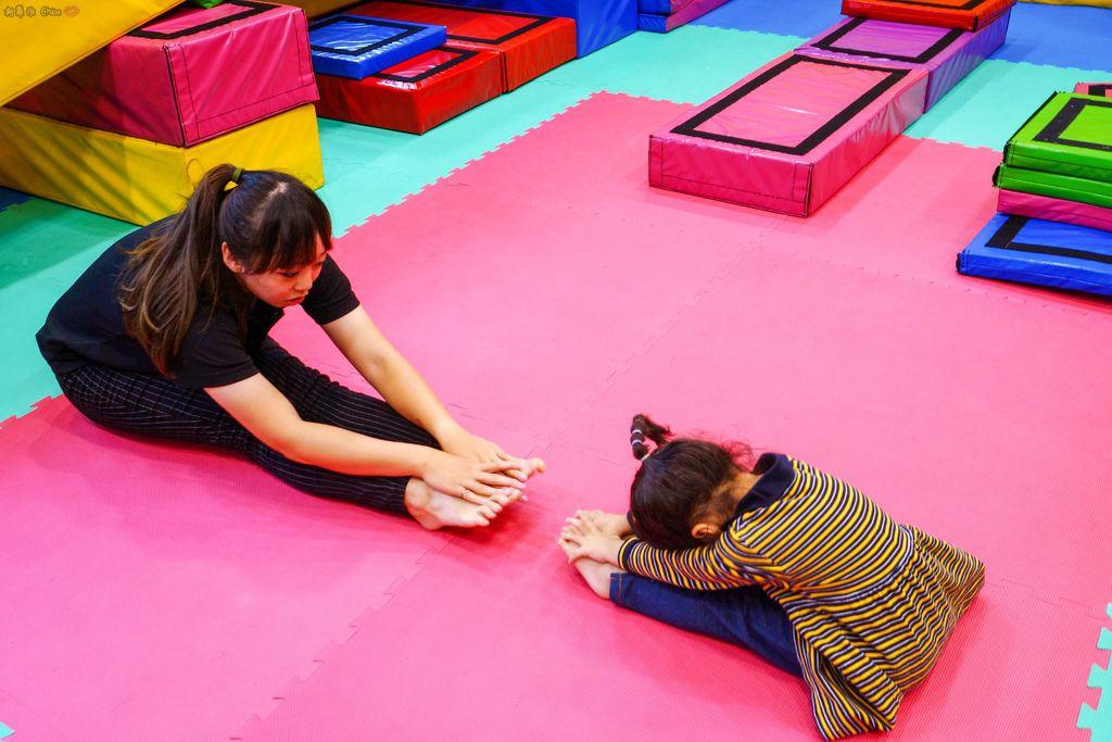 高雄 專為孩童打造的室內運動場館!PUCK帕克運動學園 寶貝們練體操囉!(環境篇)30.jpg