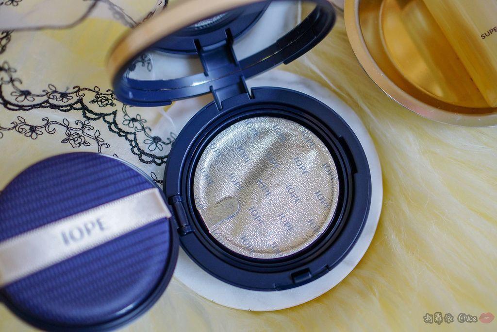 韓劇歐膩般的光潤肌 IOPE艾諾碧 完美恆采持色氣墊粉底 時光金鑰緻顏全套體驗組7.jpg