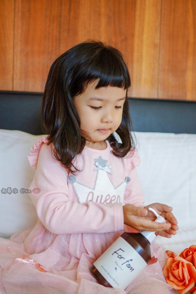 乳液推薦 水潤清爽感!全家人一起用 日本For fam Body lotion大容量保濕身體乳8A.jpg