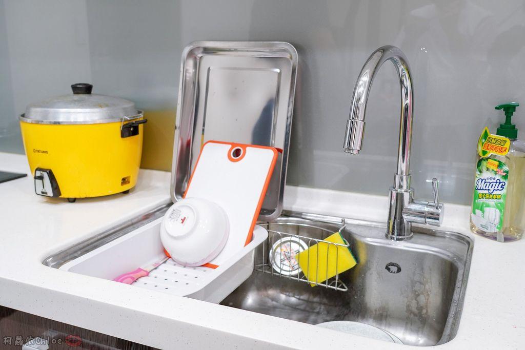 生活 特力屋好物分享 運用空間兼具品味質感的廚房收納 廚具收納架和風砧板立架1.jpg