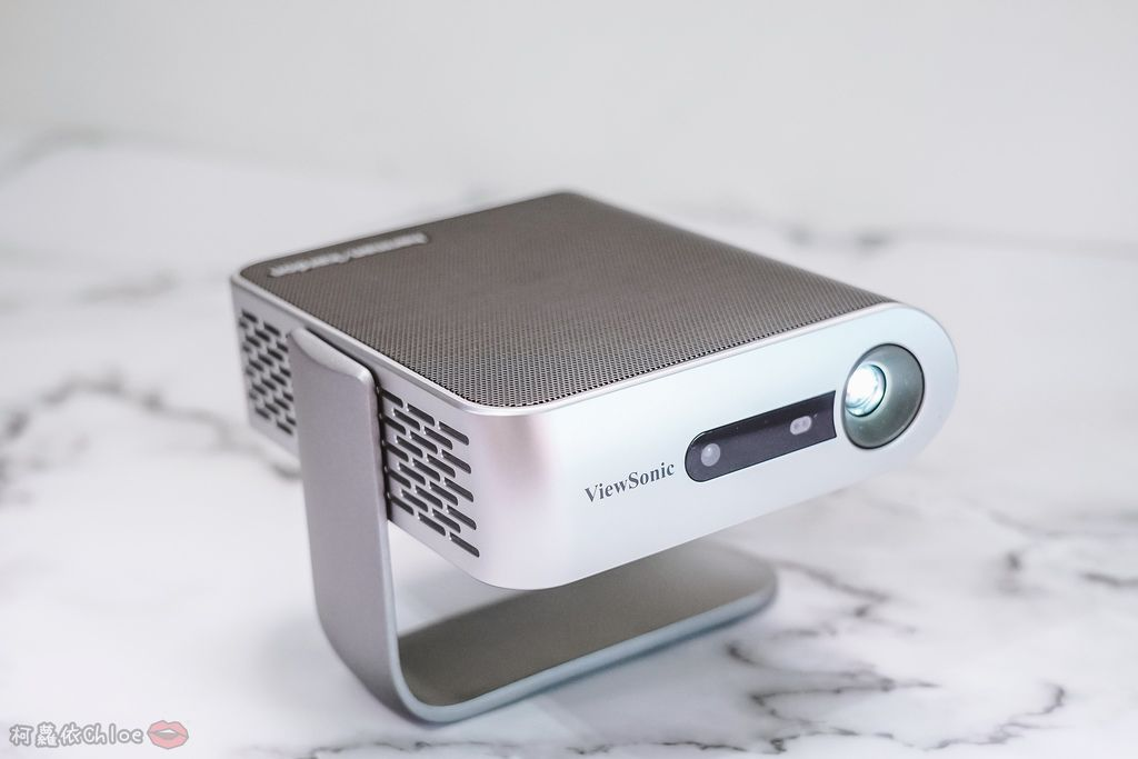 開箱 ViewSonic M1+ WVGA 360度無線巧攜投影機 迷你輕巧實用性超高!無線投影讓我追劇更享受!家庭娛樂、商務、露營適用9.jpg