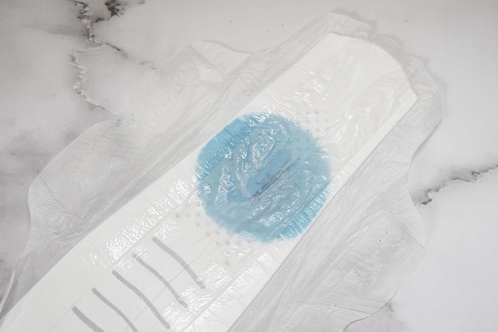 不悶熱衛生棉推薦 好自在液體衛生棉 超驚人的黑洞吸收力 實測大公開 沒感覺就是最好的感覺23.JPG