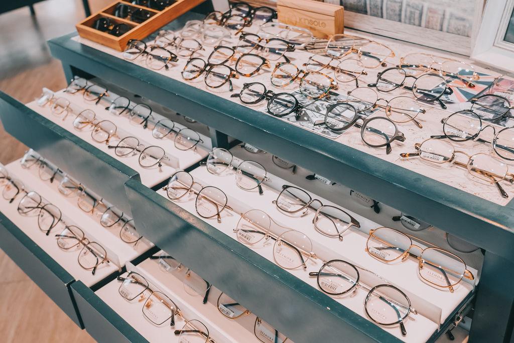台南手目耳眼鏡 享受一杯好咖啡 獨家旅行式配鏡 無壓力挑選專屬自己的眼鏡11.jpg