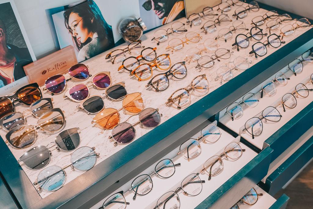 台南手目耳眼鏡 享受一杯好咖啡 獨家旅行式配鏡 無壓力挑選專屬自己的眼鏡12.jpg