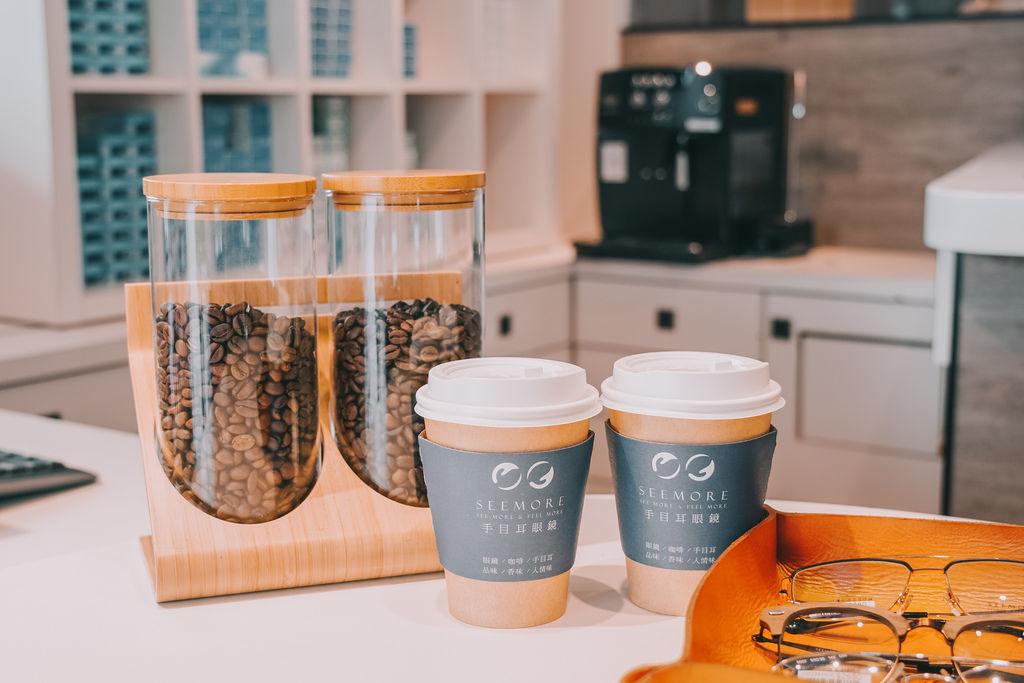 台南手目耳眼鏡 享受一杯好咖啡 獨家旅行式配鏡 無壓力挑選專屬自己的眼鏡14.jpg