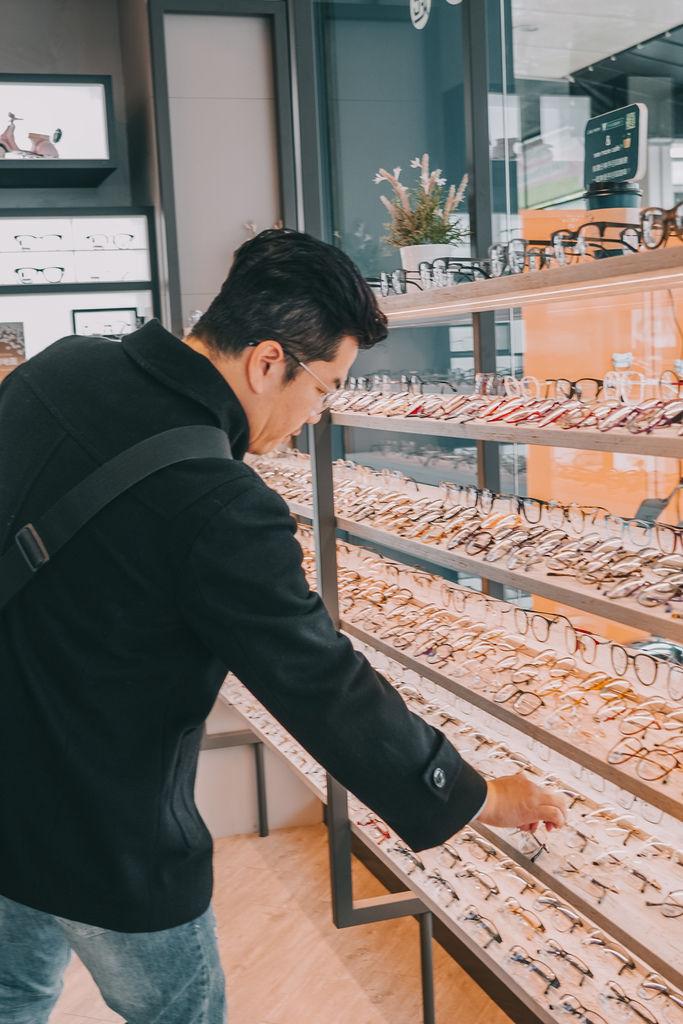 台南手目耳眼鏡 享受一杯好咖啡 獨家旅行式配鏡 無壓力挑選專屬自己的眼鏡15.jpg