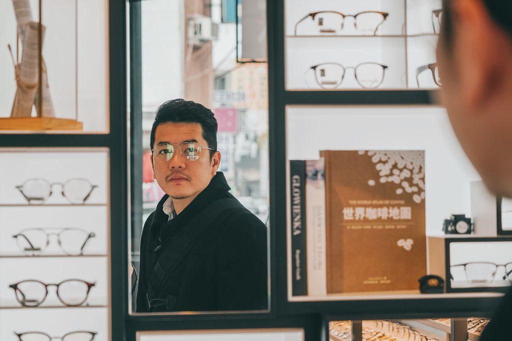 台南手目耳眼鏡 享受一杯好咖啡 獨家旅行式配鏡 無壓力挑選專屬自己的眼鏡16.jpg
