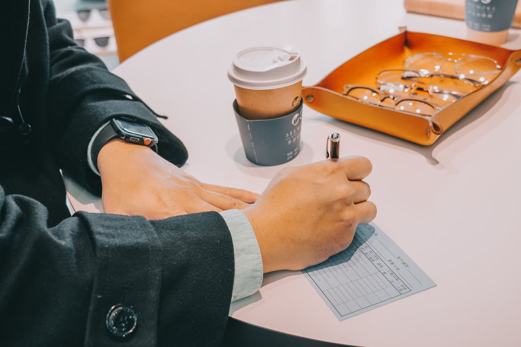 台南手目耳眼鏡 享受一杯好咖啡 獨家旅行式配鏡 無壓力挑選專屬自己的眼鏡32.jpg