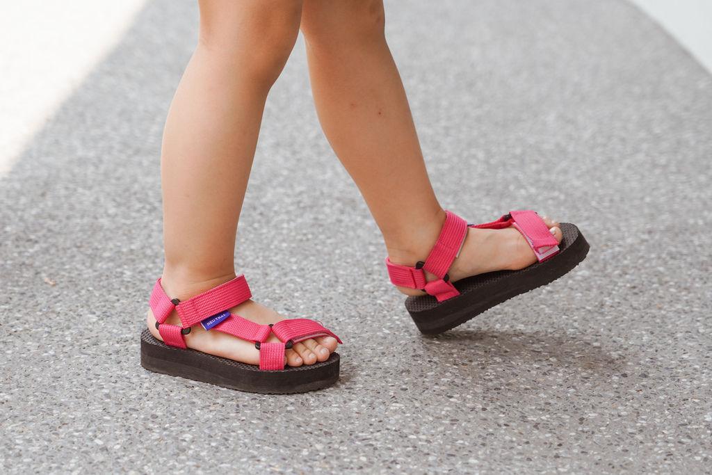 親子穿搭 FM時尚美鞋 兒童涼鞋 好穿舒適又時尚 親子涼鞋LOOKBOOK11.jpg