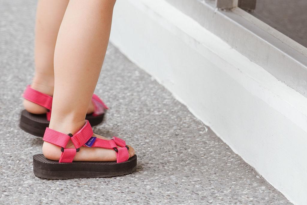 親子穿搭 FM時尚美鞋 兒童涼鞋 好穿舒適又時尚 親子涼鞋LOOKBOOK15.jpg