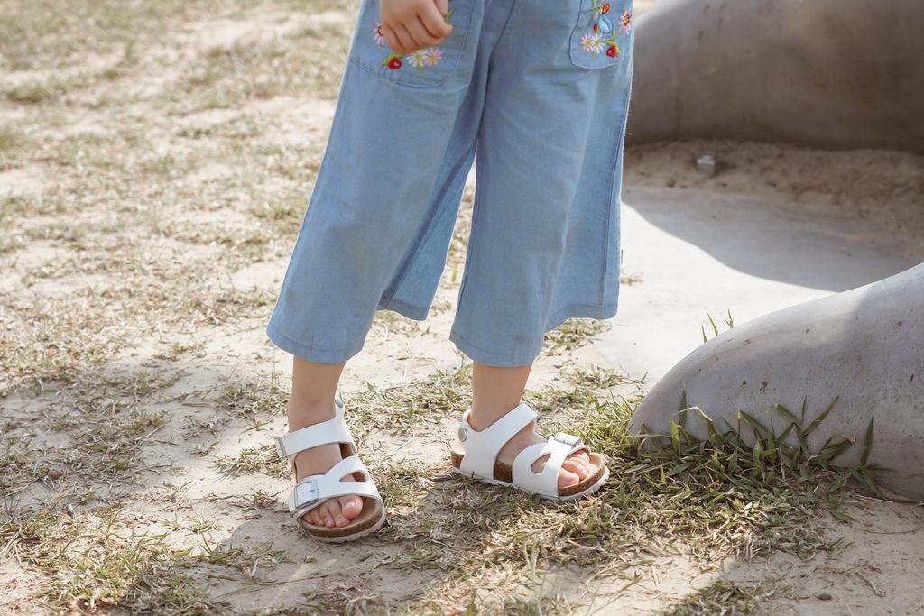 親子穿搭 FM時尚美鞋 兒童涼鞋 好穿舒適又時尚 親子涼鞋LOOKBOOK45.jpg