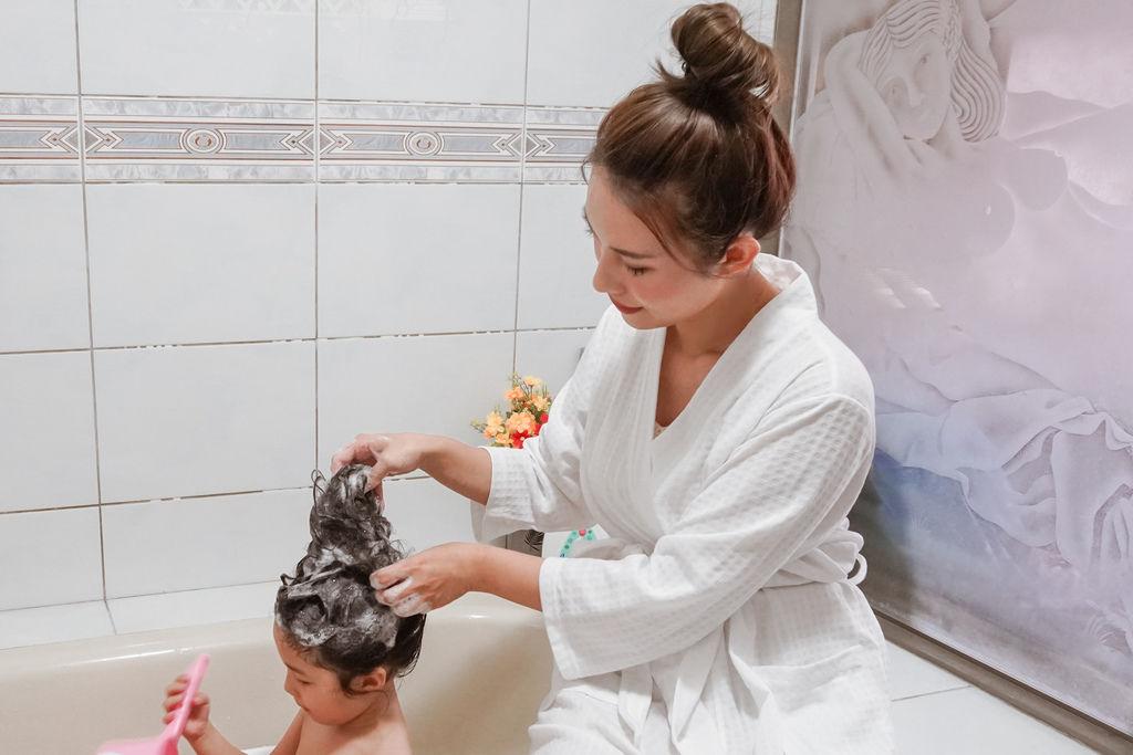 嬌生嬰兒沐浴系列 大寶貝的洗澡好朋友 公主和英雄一起進入嬌生奇幻王國吧!7.JPG