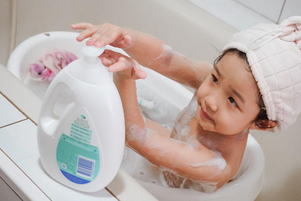 嬌生嬰兒沐浴系列 大寶貝的洗澡好朋友 公主和英雄一起進入嬌生奇幻王國吧!15.JPG