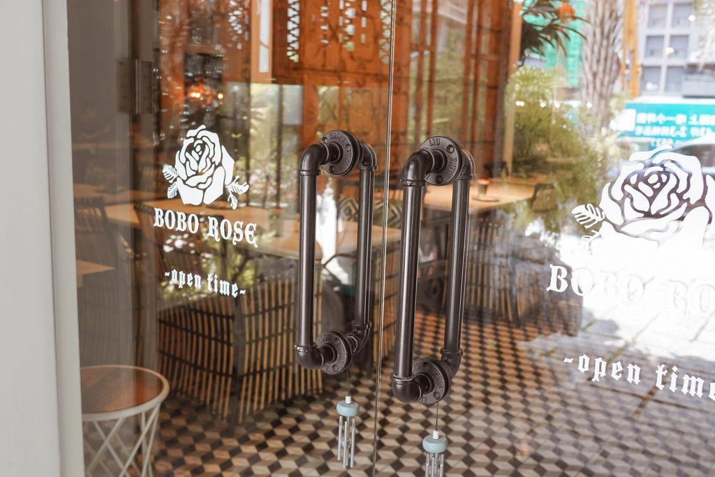 高雄泰式料理BoBo Rose Coffee 森林系絕美華麗風  慶生聚會餐廳 泰式奶茶 雞肉炸春捲 必點2.jpg
